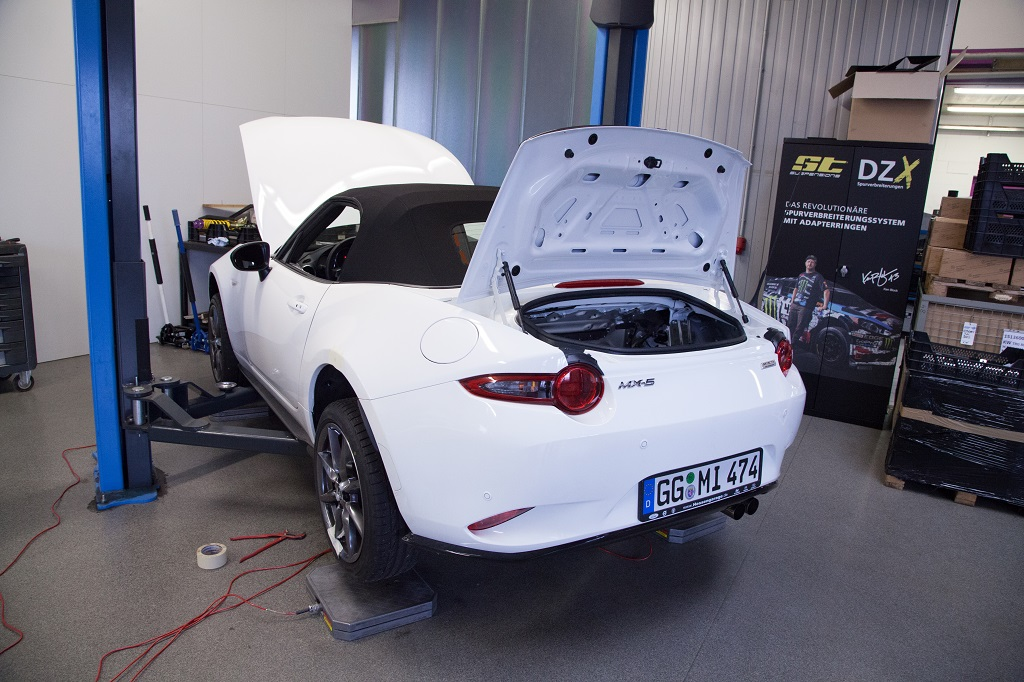 Installation of KW coilovers in a Mazda MX5